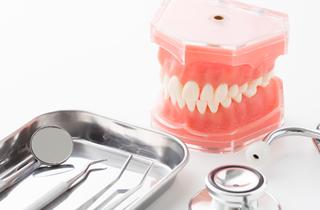 歯周病や入れ歯治療に伴う矯正治療